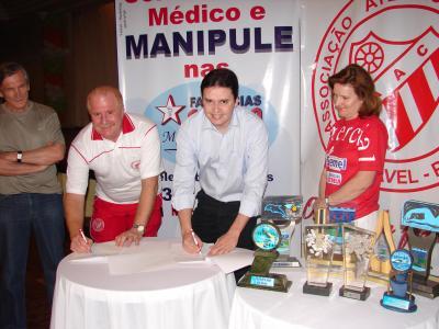 Natação do Comercial renova contrato com a Farmácia Estrela