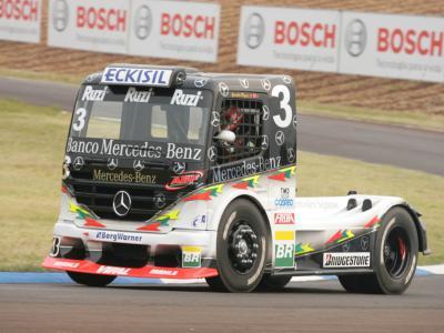 Cirino e Piquet trabalham no acerto de motor