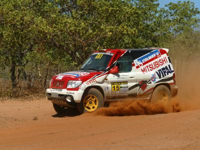 Paranaenses buscam título antecipado do Rali Mitsubishi