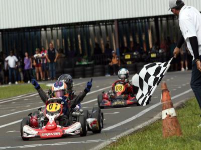 Paranaense Light de Kart tem inicio com pilotos de 5 estados