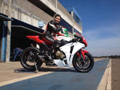 Motociclismo de Cascavel ganha sua primeira piloto