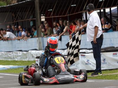 Eduardo Giglio e o campeão paranaense da F-4 Sênior