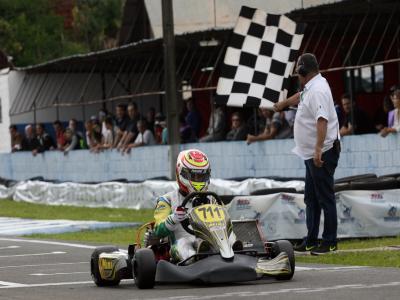 Mauro Júnior garante o título da Sênior B no Paraná com vitória na final