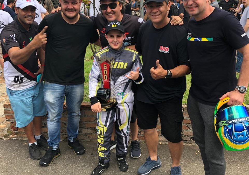 Firás Fahs é o vice-campeão da preliminar das 500 Milhas de Kart