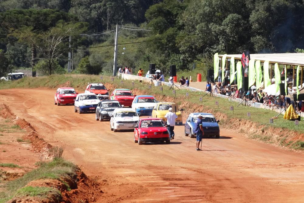 Metropolitano de Terra começa com 72 carros e boas corridas