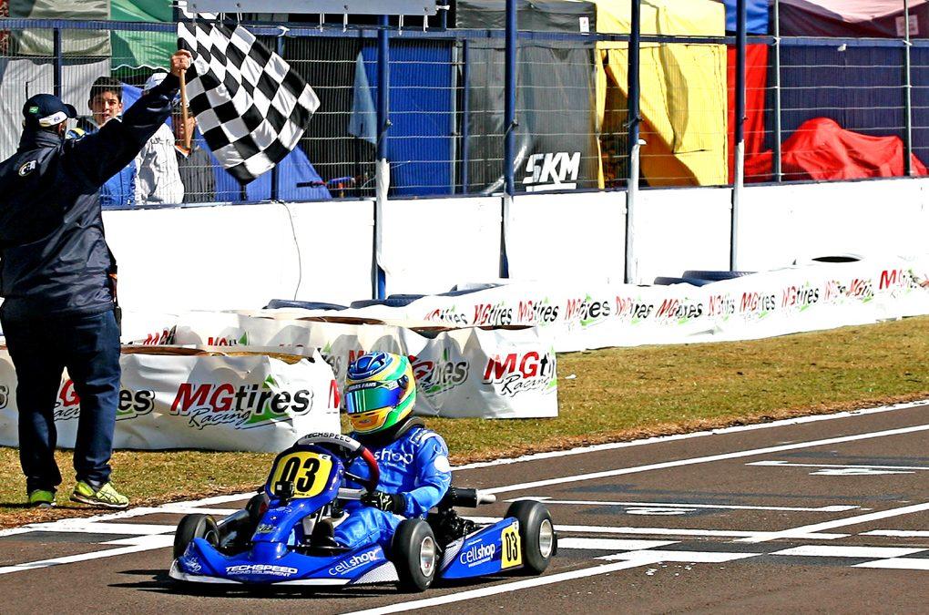 Firás Fahs larga na 3ª fila da Cadete no Brasileiro de Kart em Cascavel