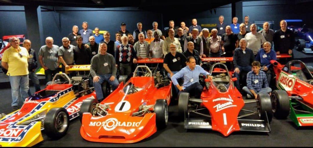 Encontro reúne campeões do automobilismo