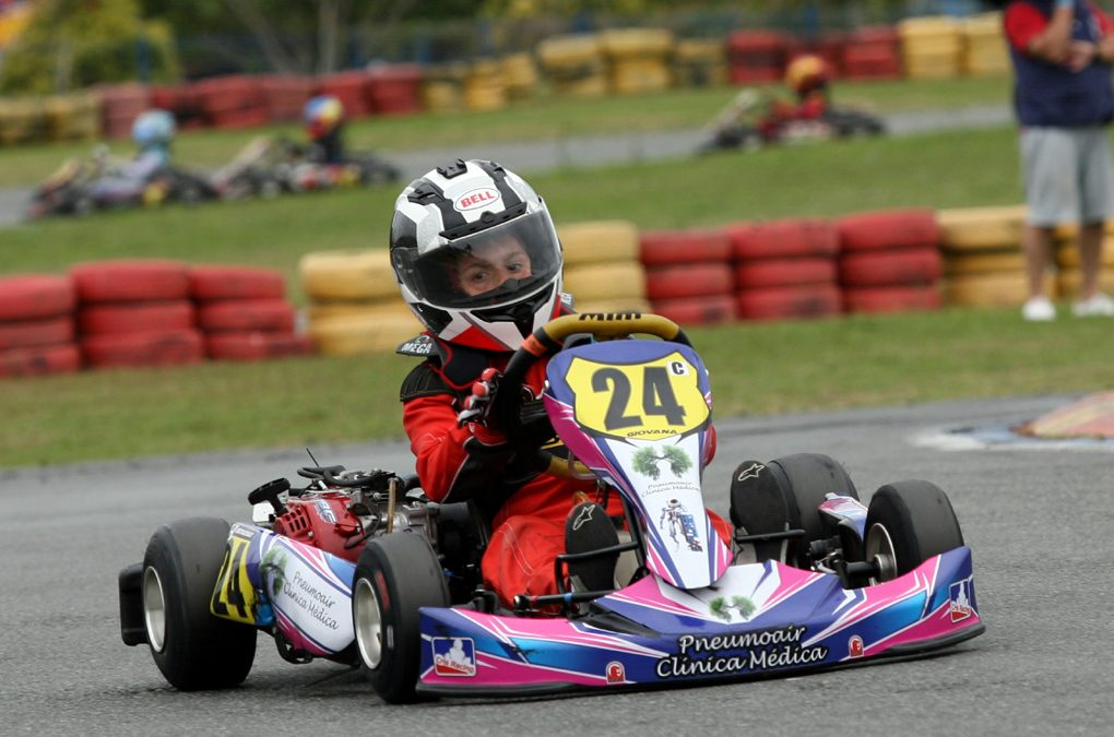 Giovana Marinoski faz preparação física a espera do retorno do kart