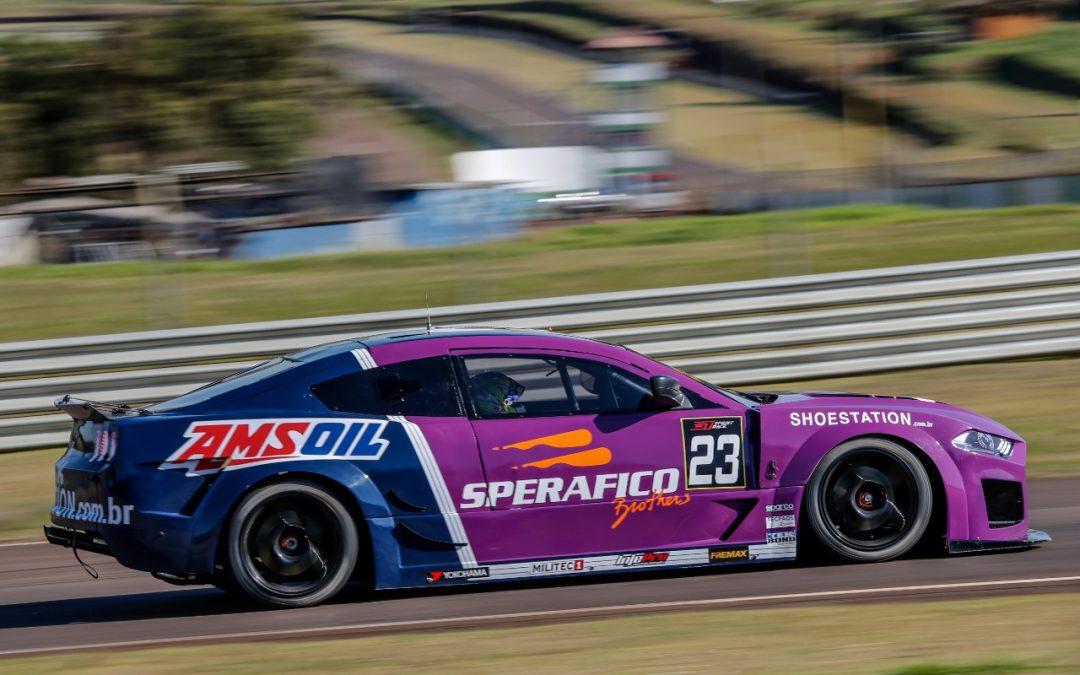 Ricardo e Rodrigo Sperafico largam nas primeiras filas na GT Sprint Race