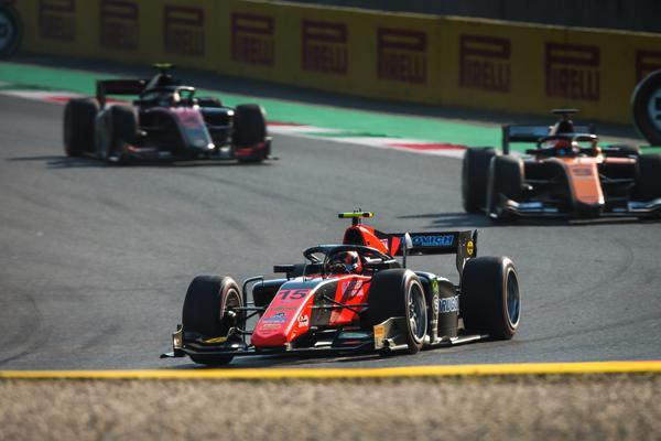 Drugovich supera problemas no pitstop e termina em 4º na primeira prova da F2 em Mugello