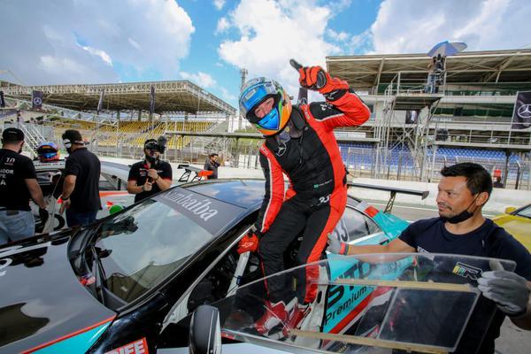 Adriano Rabelo vence e amplia liderança na CLA 45 AMG Cup no Mercedes-Benz Challenge