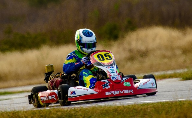 Haroon Baali focado na disputa do título da F-4 Light no Cearense de Kart