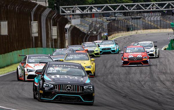Após dois pódios, o cearense Adriano Rabelo segue na liderança no Mercedes-Benz Challenge