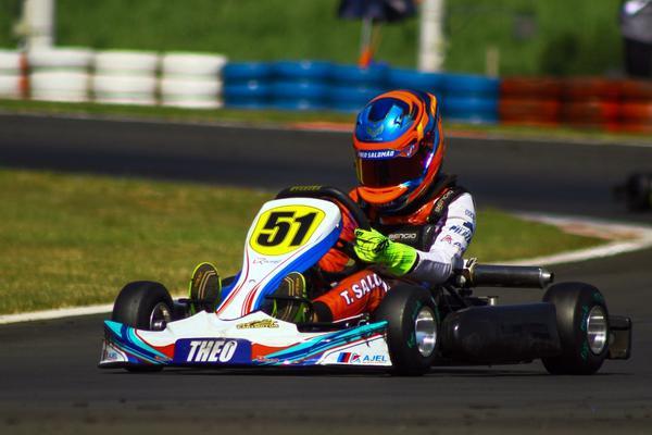 Theo Salomão estreou com vitória em categoria com motores de 125cc