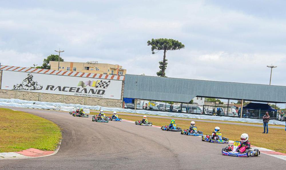 Copa Super Paraná de Kart abriu temporada com belas disputas no Raceland Internacional