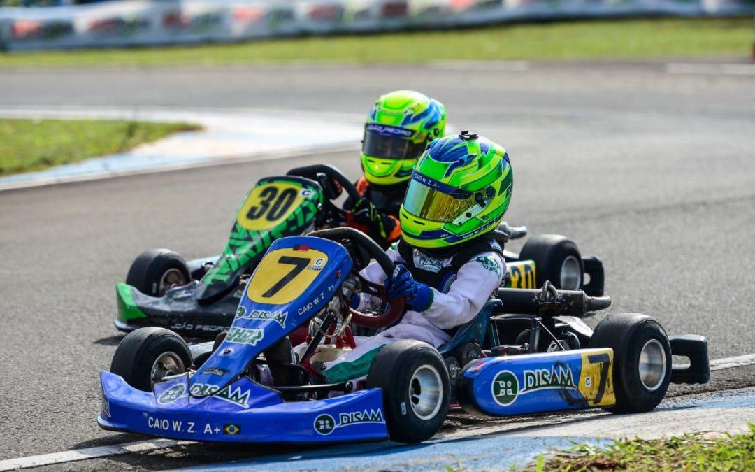 Caio Zorzetto sofre no Paranaense com cara de Copa do Brasil de Kart