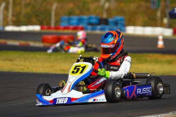 Theo Salomão assume a liderança da categoria Mini 2T no Circuito Paulista de Kart