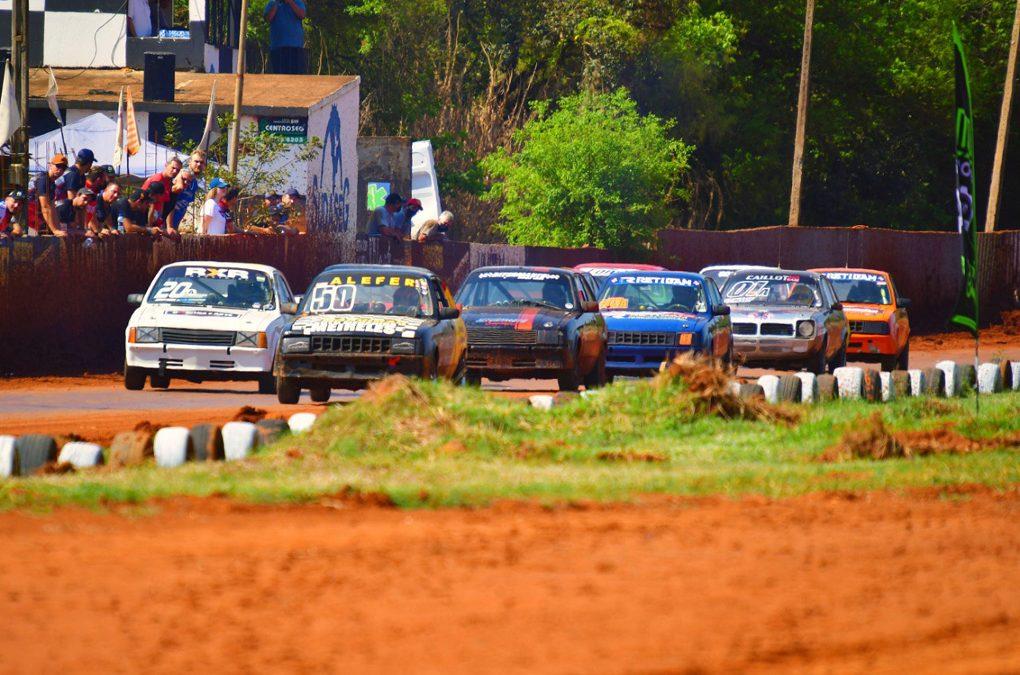 Velocidade na Terra reúne 72 carros em Ponta Grossa
